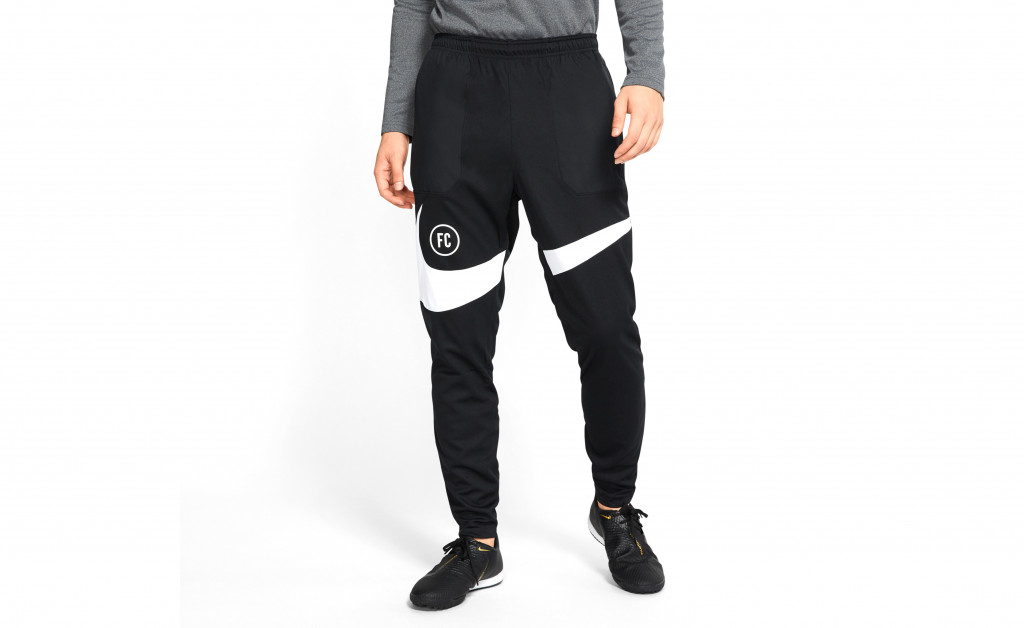 NIKE FOOTBALL PANTS IMAGE 3