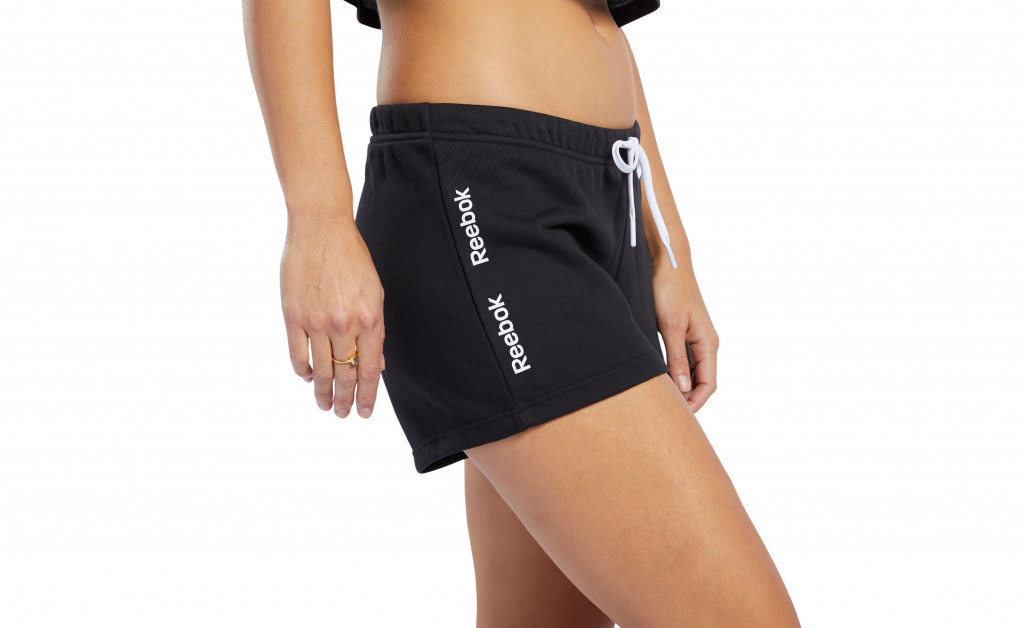 REEBOK TRAINING ESSENTIAL LINEAR LOGO SHORT MUJER IMAGE 4