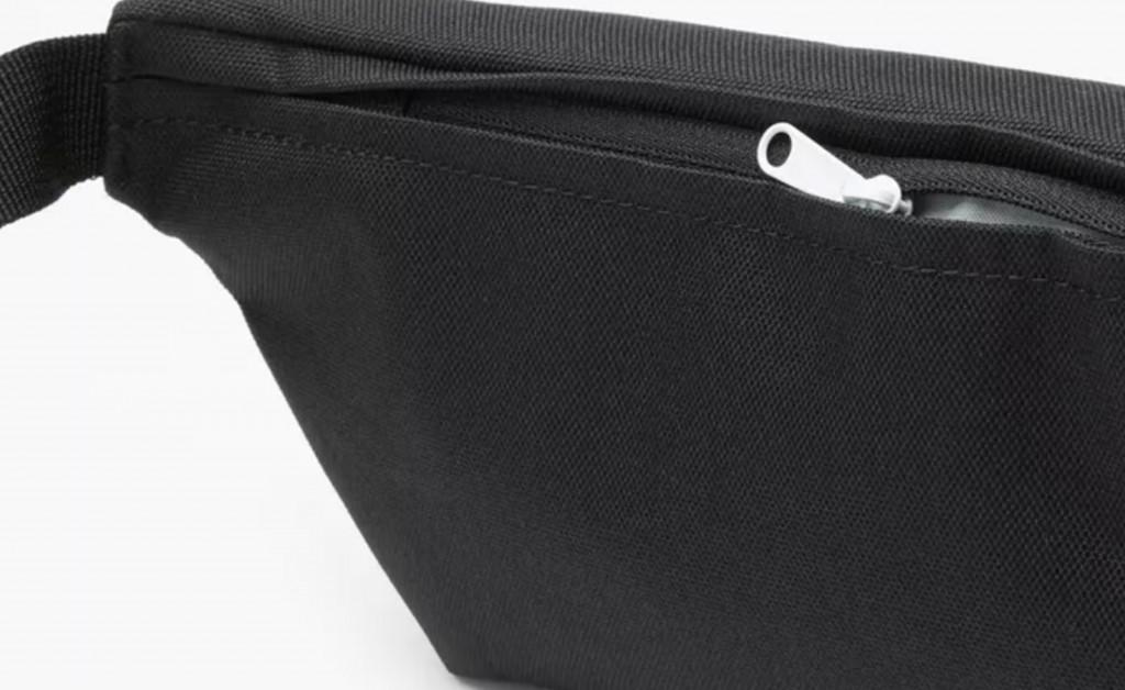 LEVI'S SMALL BANANA SLING BAG IMAGE 2