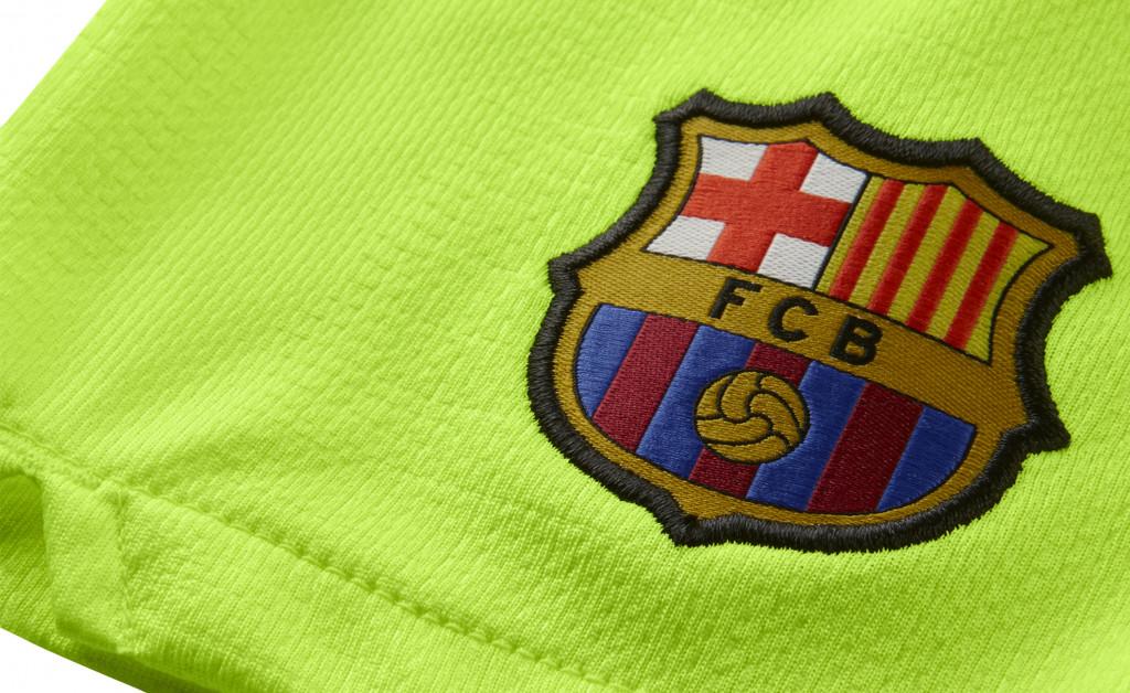 NIKE FC BARCELONA KIT HOME NIÑO 18/19 IMAGE 2